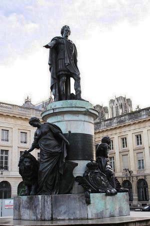 Louis XV en Empereur Romain sur la place Royale