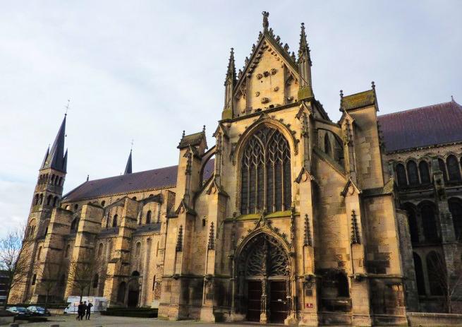 L'entrée de la Basilique Saint-Remi de Reims